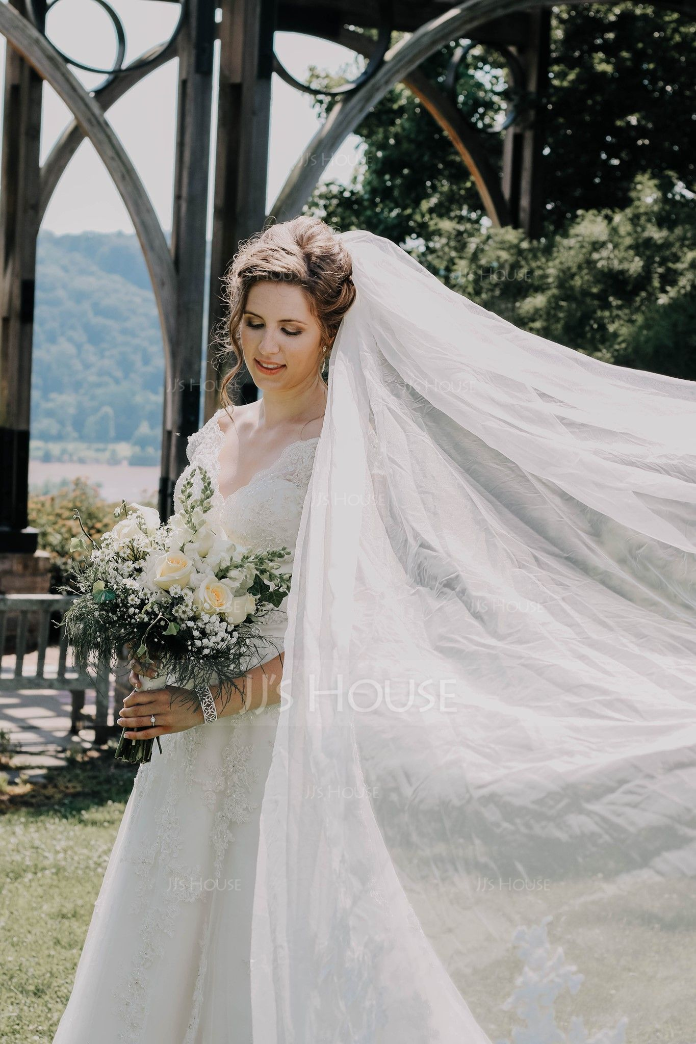 One-tier Lace Applique Edge Cathedral Bridal Veils With Applique (006120949)