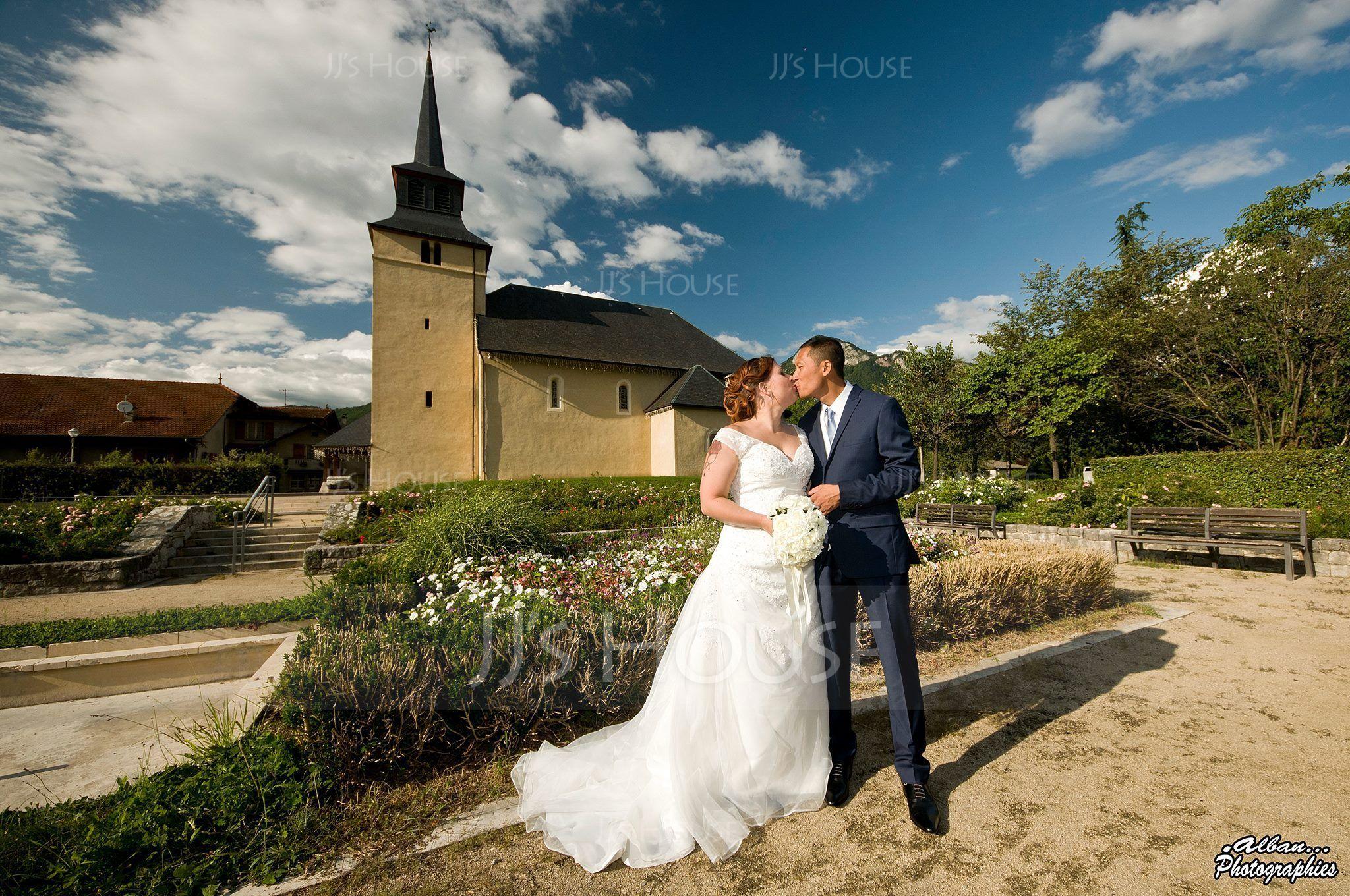 A-Line/Princess V-neck Chapel Train Satin Organza Wedding Dress With Ruffle Beading Appliques Lace (002000378)