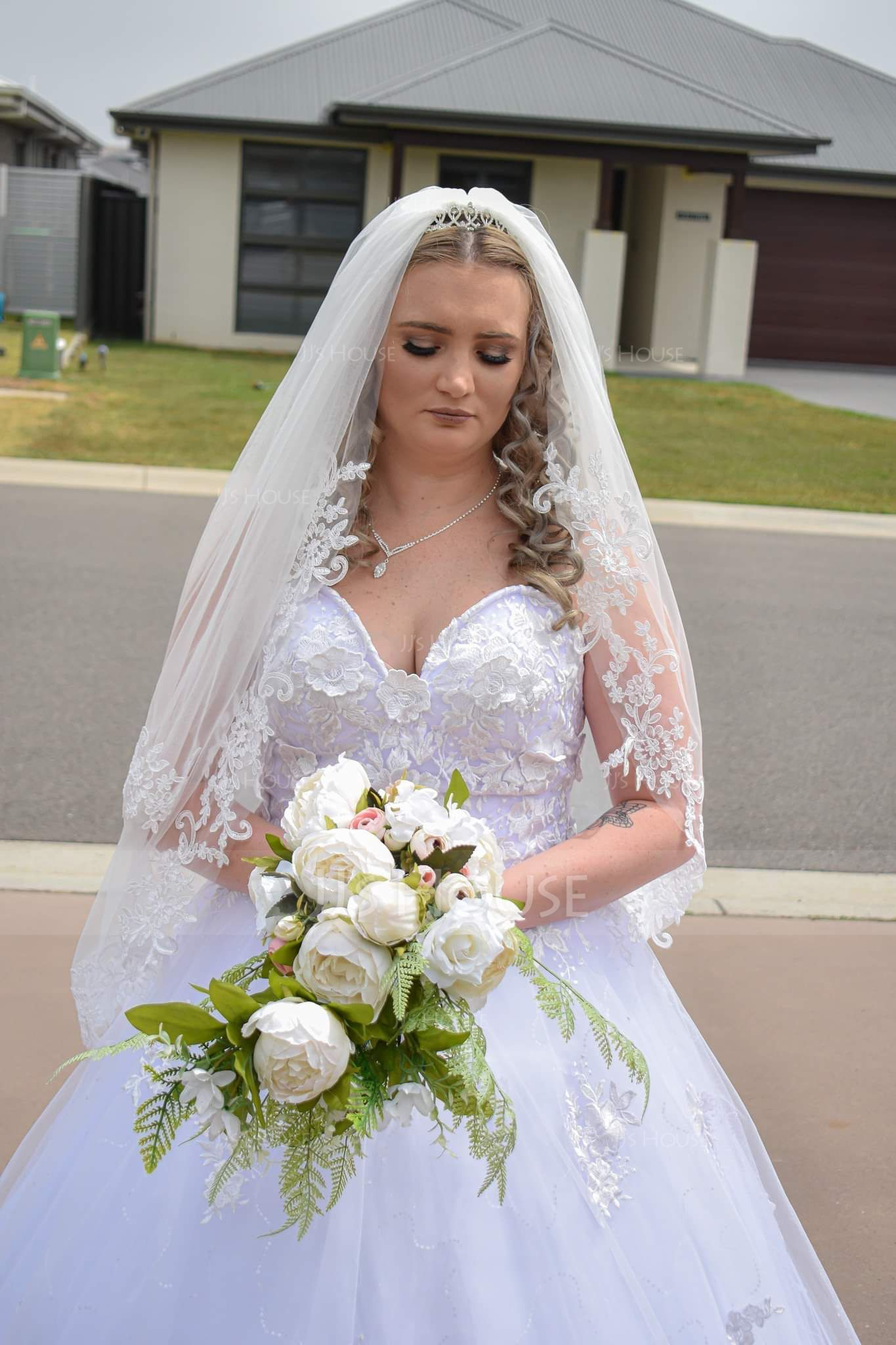 Two-tier Lace Applique Edge Elbow Bridal Veils With Lace (006150925)